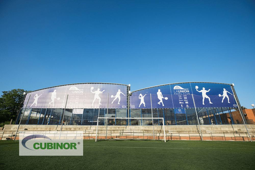 Cubierta con cerramiento translúcido para pista de pádel en Club de Pádel La Unión, Madrid