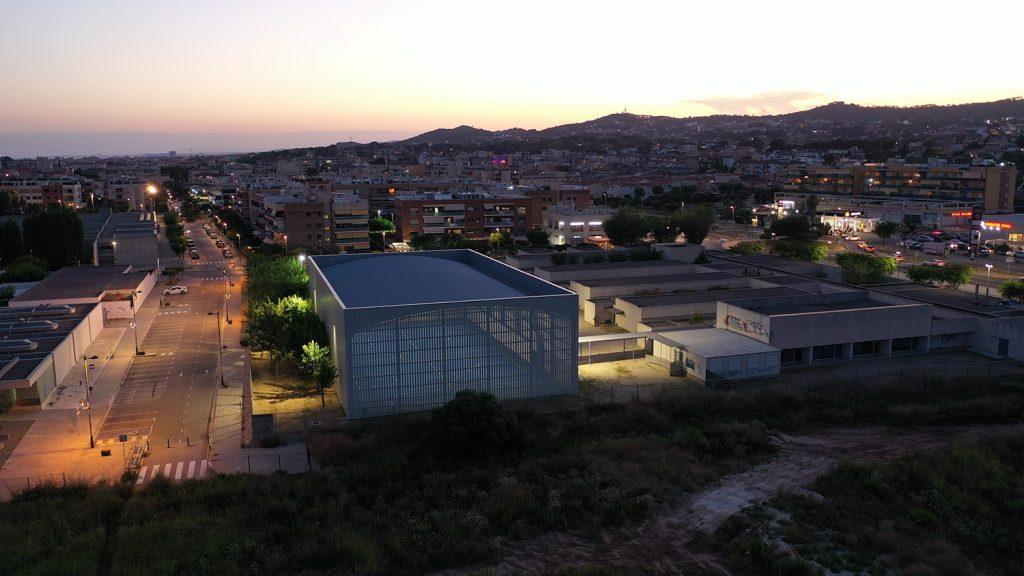 Cubierta autoportante pista polideportiva con cerramiento colegio Pompeu Fabra Cunit