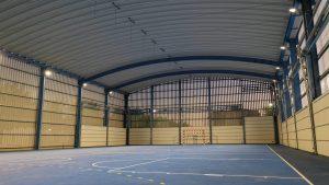 Interior cubierta autoportante con cerramiento colegio Pompeu Fabra Cunit