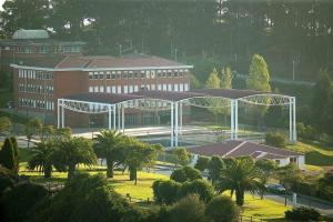 cubierta autoportante pista polideportiva colegio Antón Candás